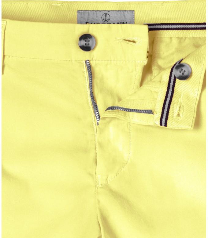 TEXAS - Slim fit  Chino Bermudas, yellow